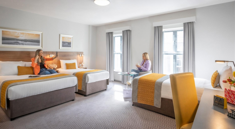 Bedroom-Double-Single-Single-Maldron-Derry